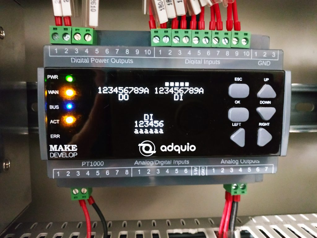 foto real del controlador programable adquio pro instalado en Grupo Inverdama, La Coruña, España